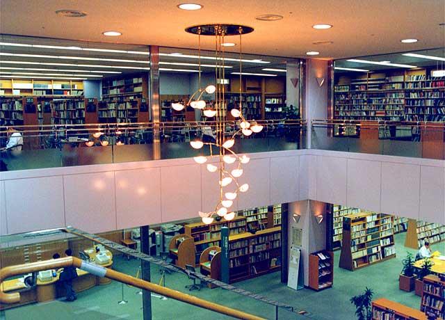 「立川市中央図書館(東京都立川市曙町2-36-2)」の画像検索結果